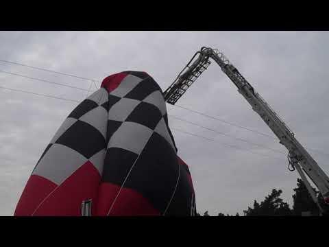 Wideo1: Balon zawisł na linii energetycznej w Nowym Dębcu
