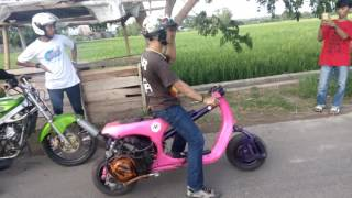 Video video drag Vespa AVR vs Ninja R MP3, 3GP, MP4, WEBM, AVI, FLV November 2017