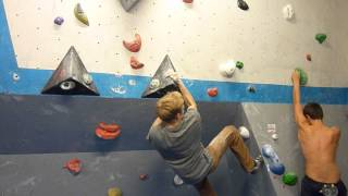 On 1st October top setters and Scarpa athletes Yann Genoux and Evie Cotrulia set 35 #FreshBlocs for our 3rd #VauxComp. Here Team GB's Louis Parkinson effortl...