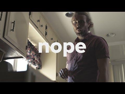 Miehen talossa kummittelee – hän tekee järkevimmän päätöksen, jota kauhuelokuvissa ei näe koskaan