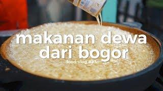 Download Video KACAU! MARTABAK LEGENDA DAN AYAM TITISAN DEWA DARI BOGOR - FLOG #23 MP3 3GP MP4