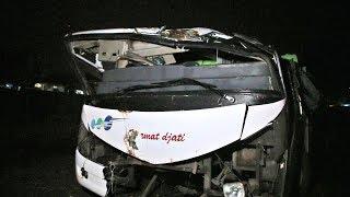 Video Tragedi gara gara Ujinyali di dalam bus yang baru kecelakaan, SEREM !!! MP3, 3GP, MP4, WEBM, AVI, FLV Maret 2019