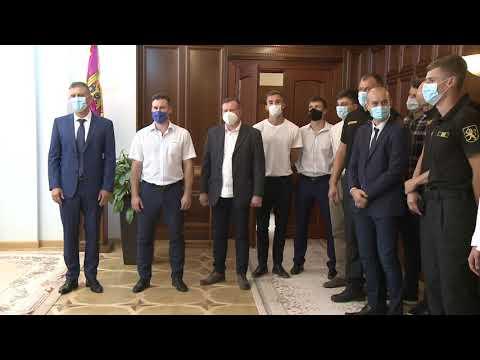 Игорь Додон встретился с самыми сильными мужскими командами по волейболу