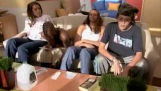 ANTMoment #47 - Ebony vs Giselle (ANTM1)In one of the most random fights, Ebony and Giselle bicker about moisturizing oil and keeping the house clean.