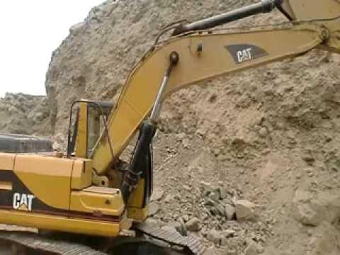 EXCAVADORA CAT - Máquina que se utiliza para realizar una excavación