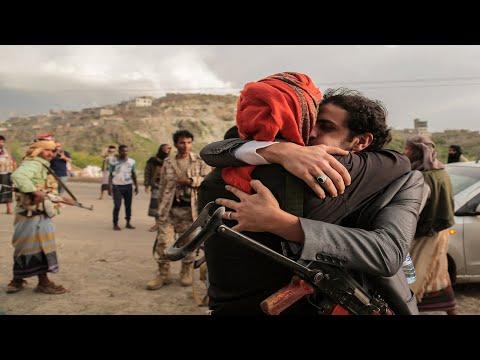 تفاصيل أكبر صفقة لتبادل الأسرى بين الحوثيين والحكومة
