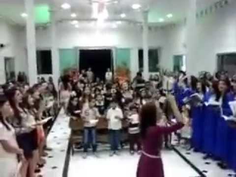 Grande coral na Assembleia de Deus em Carira