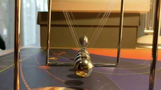 Newtonscher Pendel ⚫ Kugelstoßpendel ⚫Newton Pendel⚫Newton's Cradle⚫Newton-Wiege⚫ Newtonpendel ⚫Kugelpendel⚫Newton balls