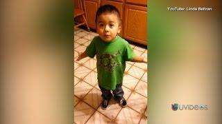 Este niño se roba el corazón de millones mientras discute con su mamá
