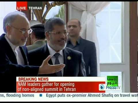 مرسي أول رئيس مصري يزور إيران منذ 33 عاما - فيديو