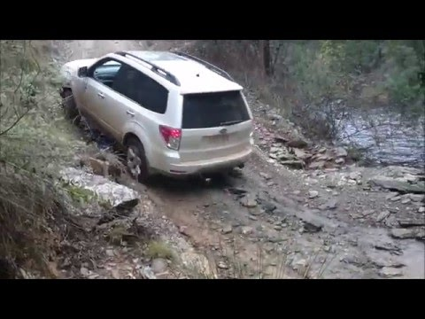 SH Subaru Forester XT river crossing and small steep hill climb off road (видео)