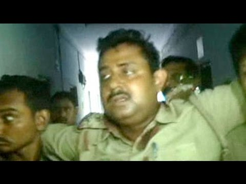 Bomb thrown at police team at a village in West Bengal 24 October 2014 11 PM