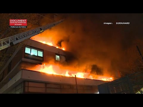 Πυρκαγιά σε κτίριο κατοικιών στο Παρίσι
