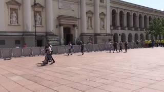 Pl. Zamkowy i Krakowskie Przedmieście podzielone płotem.