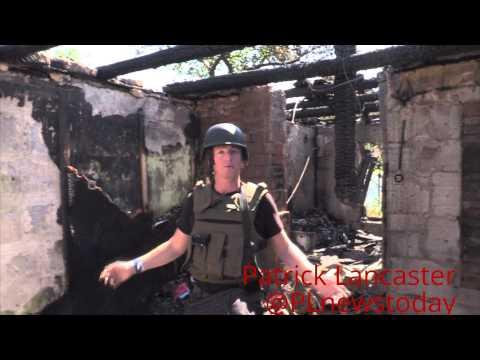 ( Rus суб) Обстрел Донецка Украинской армией, попадание в 4 дома и общежитие  2 человека ранено