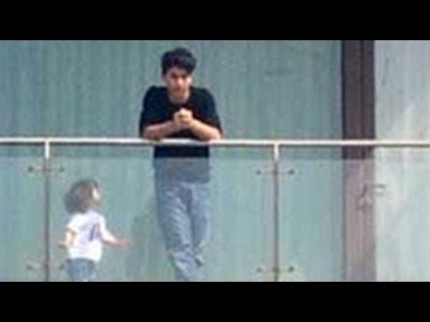 Shah Rukh Khan's Adorable Moment With Aryan And Ab
