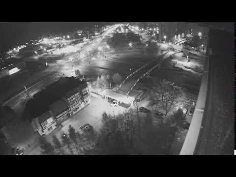 Wideo: Moment zawalenia się kładki dla pieszych w Lubinie (monitoring)