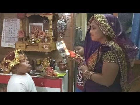 Video हाइट में पत्नी से 3 फीट छोटा है ये एक्टर, पत्नी ने ऐसे चेहरा देख खोला व्रत download in MP3, 3GP, MP4, WEBM, AVI, FLV January 2017