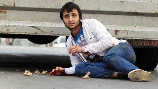 Sultanbeyli'de patlamanın yaşandığı polis merkezi önünde polise ateş açıldı. Çıkan çatışmada bir vatandaş yaralandı.
