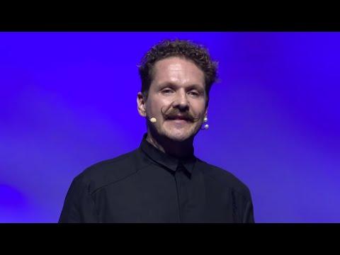 Öltözködés, a szavak nélküli nyelv | Márk Lakatos | TEDxDanubia