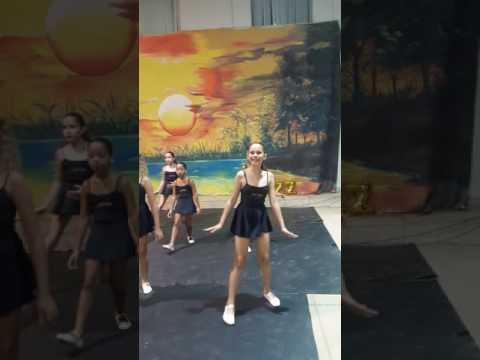 Apresentação de dança Vila Valério.