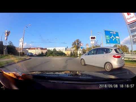 Kompilace ze silnic - Vážná nehoda a rumun s němcema v záchraný uličce