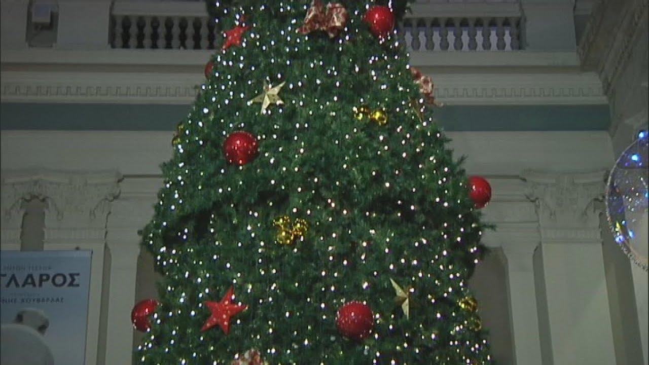 Άναψε το χριστουγεννιάτικο δέντρο στον Πειραιά