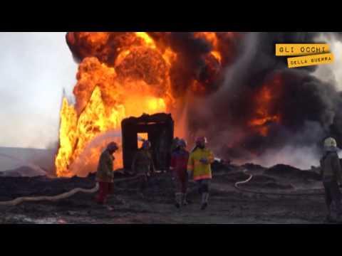 Iraq – Squadre di pompieri in lotta con i pozzi di petrolio dati alle fiamme