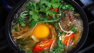 Bulgogi stew in an earthenware pot (Ttukbaegi-bulgogi: 뚝배기불고기)