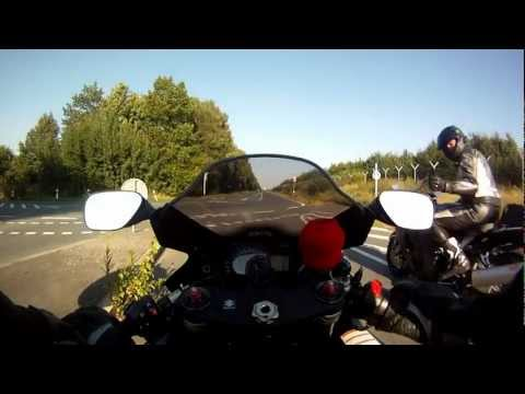 Race - Hayabusa vs. Gsxr 1000 (highspeed pass & small wheelie)