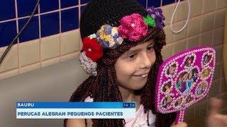 Projeto cria perucas lúdicas de crochê para crianças em tratamento contra o câncer