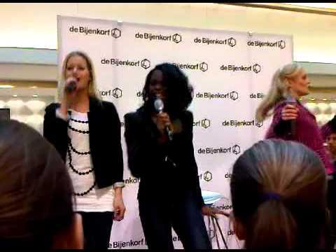 Legally Blonde- Blijven lachen(Bijenkorf Amsterdam 5 maart 2011)