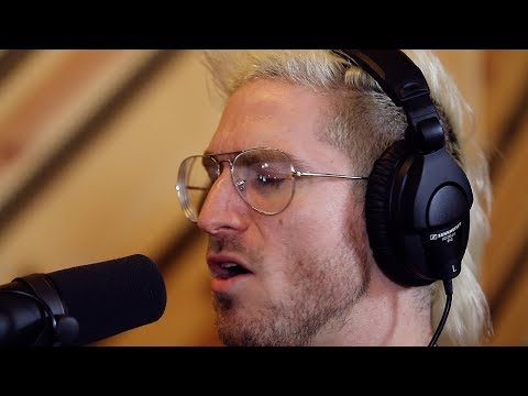 Video Walk The Moon – One Foot (LIVE) download in MP3, 3GP, MP4, WEBM, AVI, FLV January 2017