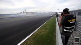 Tak się robi hardcorowy drift przy 220 km/h!