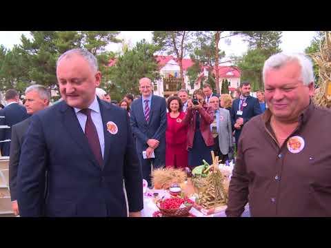 """Președintele țării a participat la sărbătoarea """"Toamna de Aur - la Nistru, la mărgioară"""" în satul Coșnița, raionul Dubăsari"""