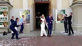 Czterech typów odwaliło niezły numer tuż po ślubie! Bo prawdziwi faceci nie czytają instrukcji.