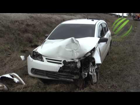 Motora perde controle do veículo de Golzinho e racha poste no acesso Norte