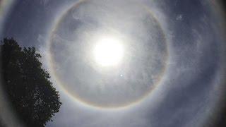 Science and Technology: Toàn cảnh vầng sáng lạ 'ôm' trọn mặt trời ở Điện Biên trưa ngày 8/7/2016Trưa ngày 8/7/2016, trên bầu trời tỉnh Điện Biên đã xảy ra hiện tượng thiên nhiên kỳ thú. Xung quanh mặt trời bất ngờ xuất hiện một quầng sáng tròn lớn có màu sắc tương tự cầu vồng kéo dài hơn 2 giờ đồng hồ.----------------------------------------------------------------------------------------------------------Hãy đến với ''Science and Technology'' - Kênh thông tin về lĩnh vực khoa học công nghệ và môi trường trong nước cũng như quốc tế nhằm phổ biến và phục vụ cho tất cả mọi người có niềm đam mê và yêu thích khoa học.Đây là nơi giúp chúng ta có thể hệ thống hóa lại một phần các kiến thức và thông tin KH&CN.  Là nơi chia sẻ cung cấp các thông tin mới nhất nhanh nhất nhằm tạo điều kiện thuận lợi cho việc nghiên cứu, học tập, tìm hiểu về KH&CN của quí vị và các bạn.----------------------------------------------------------------------------------------------------------Click để xem tất cả các clip Science and Technology:    *Trên kênh Youtobe: https://goo.gl/cyfqhy *Trên vòng kết nối của Google+: https://goo.gl/Y5eOCw *Các bạn cũng có thể tìm thấy các video hay của chúng tôi trên twitter: https://twitter.com/bonho_mr--------------------------------------------------------------------------------------------------------Mời các bạn cùng theo dõi và bình luận góp ý ủng hộ cho Science and Technology.Subscribe https://goo.gl/cyfqhy