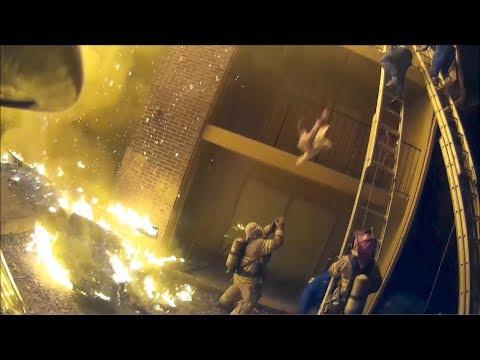العرب اليوم - شاهد: رجل إطفاء بدرجة حارس مرمى