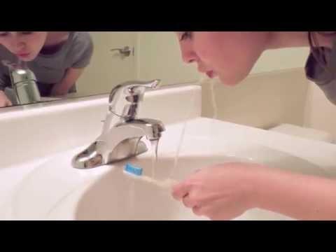 有了這個神奇的牙刷,你再也不用漱口杯了!