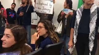 סטודנטי אוניברסיטת קליפורניה בלוס אנג'לס התעמתו עם ההנהלה