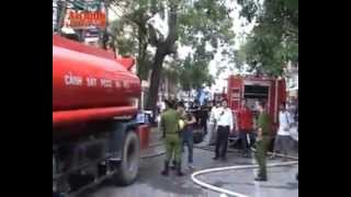 Cháy Lớn Tại Nhà Hàng Karaoke ở Hà Nội