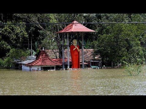 العرب اليوم - شاهد: الفيضانات تخلف أكثر من 140 قتيلاً في سيريلانكا