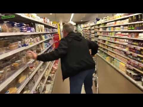 Miał minutę na darmowe zakupy w markecie… ale gość nie ogarnął
