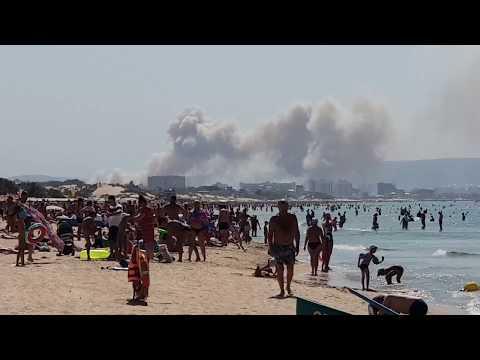 Пожар в Анапе тушат с самолета. Посадка на море.  Вертолеты не справились (видео)