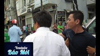 Video Người đàn ông tới xô ông Đoàn Ngọc Hải để hỏi chuyện và hành động của đội đô thị - Tin Tức Mới MP3, 3GP, MP4, WEBM, AVI, FLV Maret 2019