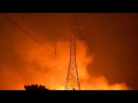Μαίνονται οι φωτιές στην Καλιφόρνια – Χιλιάδες πολίτες χωρίς ρεύμα …