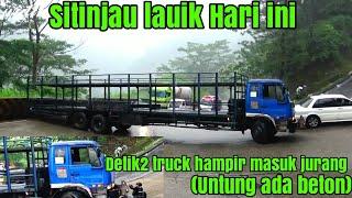 Video Detik detik truck Pembawa motor hampir masuk Jurang disitinjau lauik(UNTUNG ADA BETON). MP3, 3GP, MP4, WEBM, AVI, FLV Mei 2019