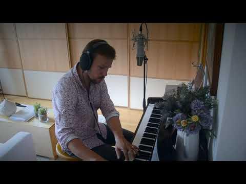 Zpěvák Martin Chodúr poslal oslavenci Karlovi Gottovi hudební gratulaci. Přidejte se také! Jak to udělat?