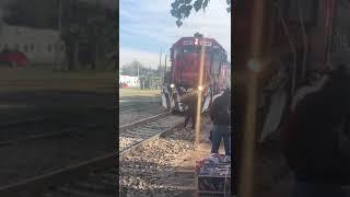 Zamiast jazdy pociągiem przejedzie się ambulansem do szpitala